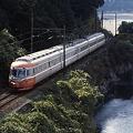 写真: 大井川に沿って快走する元小田急3000系