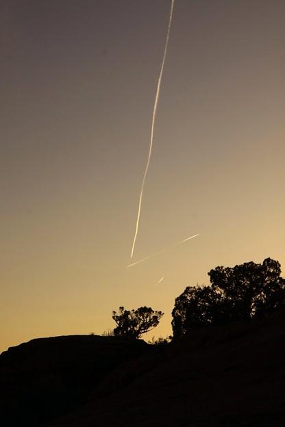 Photos: 夕空にひこうき雲3
