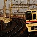 京王稲田堤駅に到着する9045F急行橋本ゆき