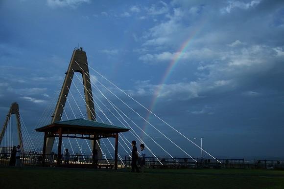 サンセットブリッジと虹  縮小