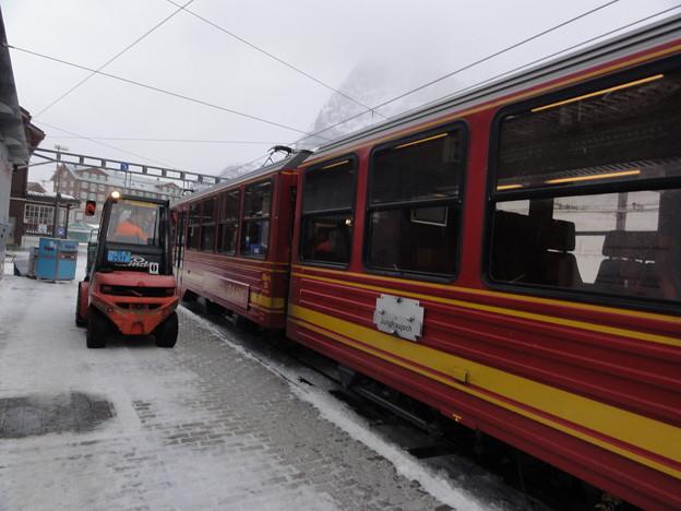 スイス 登山鉄道 フォークリフト