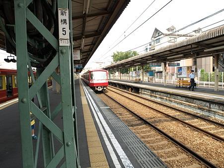 2000形(神奈川新町駅)