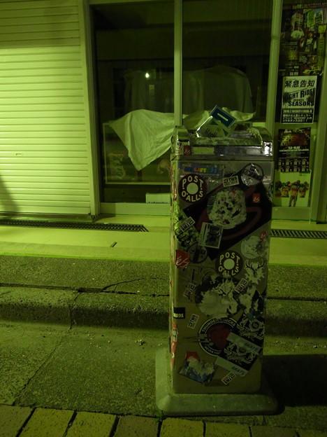夜の店舗前