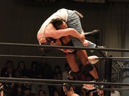 ドラゴンゲート 鷹木信悟vsブロディ・リー 20111012 (9)