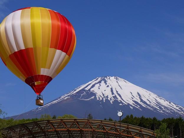 富士山と気球と時計台と