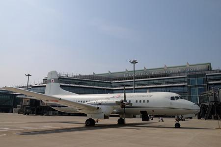 YS-11量産1号機と新国際線ターミナル