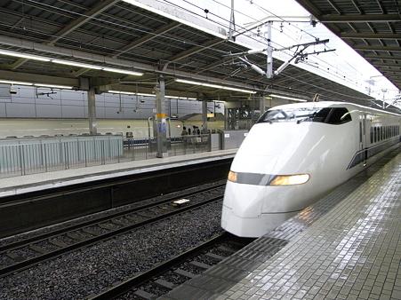 300系(新横浜駅)