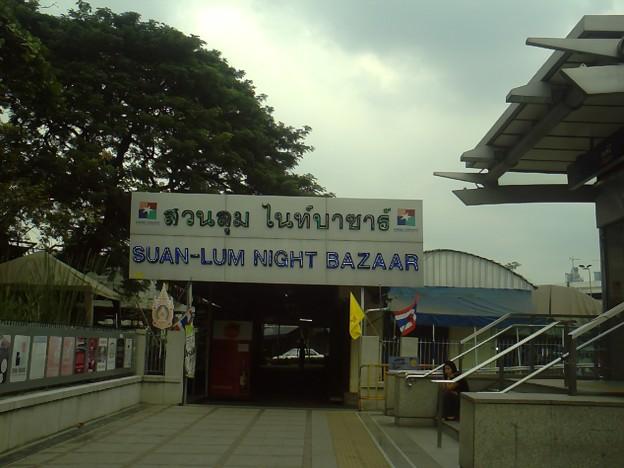 バンコク|ナイトバザール 夕方から賑わいます
