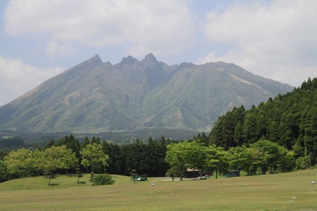 写真: 100512-62九州ロングツーリング・ R325から見た根子岳(阿蘇山)
