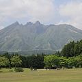 100512-62九州ロングツーリング・ R325から見た根子岳(阿蘇山)