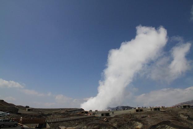 写真: 100512-72九州ロングツーリング・阿蘇中岳噴火口1