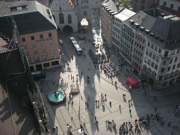 新市庁舎から見下ろすマリエン広場