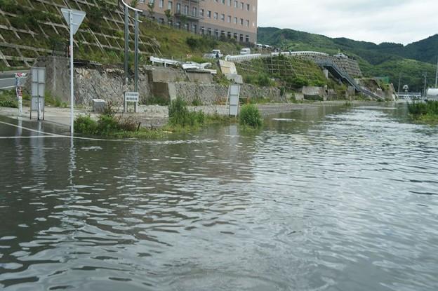台風で浸水した女川町中心部(震災による地盤沈下)_120620_04