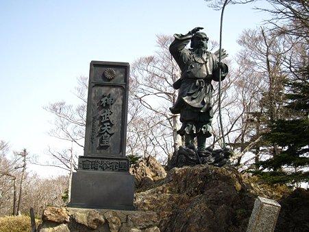 c-110504-085323 神武天皇像