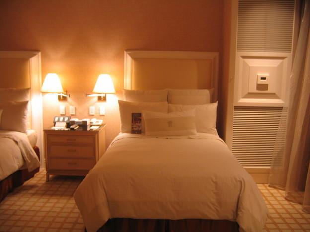 Wynn Twin Bedroom 10-3-2011 2214