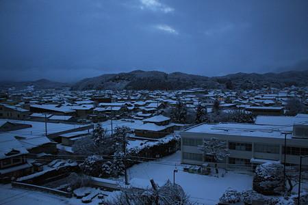 朝の遠野 雪