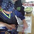 写真: 芋煮を作っています